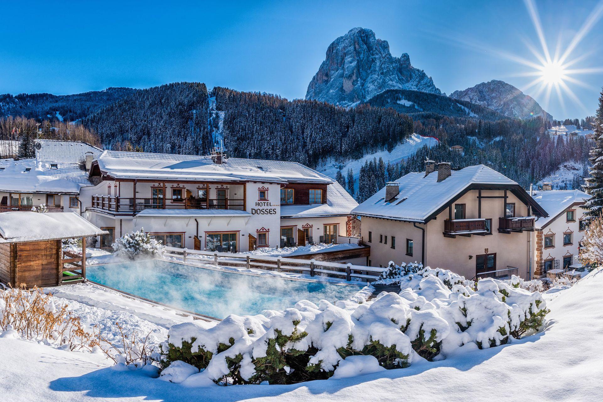 Hotel a santa cristina per vacanze da sogno for Quattro stelle arredamenti prezzi